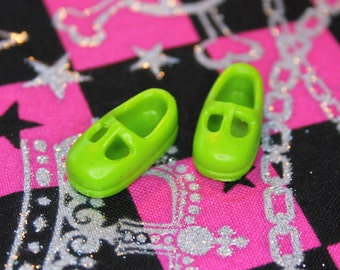 Middie Blythe Light Pea Green T-strap Mary Jane shoes