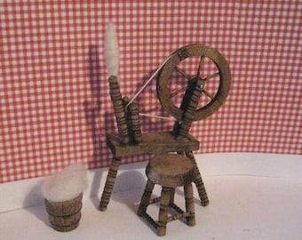 Dollhouse spinning wheel, spinning wheel, spinning, wool, dollhouse miniature, twelfth scale