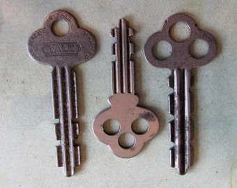 Vintage Antique keys -  Steampunk - Altered art n8