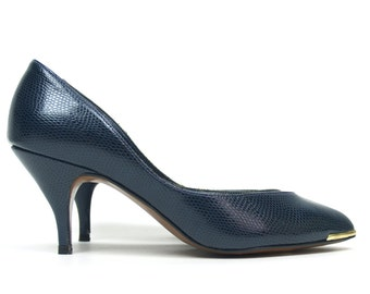 Axiom Navy Croc heels 7M // size 7 vintage 80s pumps // navy blue and gold textured shoes // made in USA // 3 inch heels