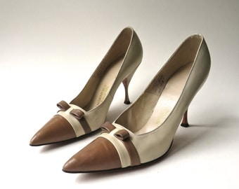 50s vintage Two-Tone Cream and Brown Leather Stilettos with Brown Leather Bows / Ingenue for I. Miller