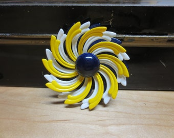 "SALE Vintage Blue Yellow White Daisy Metal Flower Pin Brooch 2.5"" FLOWER Swirled"