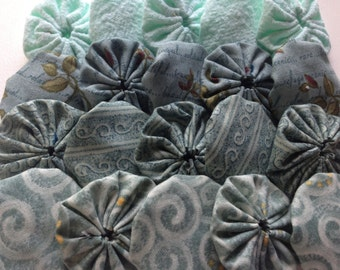 20 Fabric Yoyo Pieces antique Teal colors for scrapbooking, quilt, card Embellishment APPLIQUE GARLAND