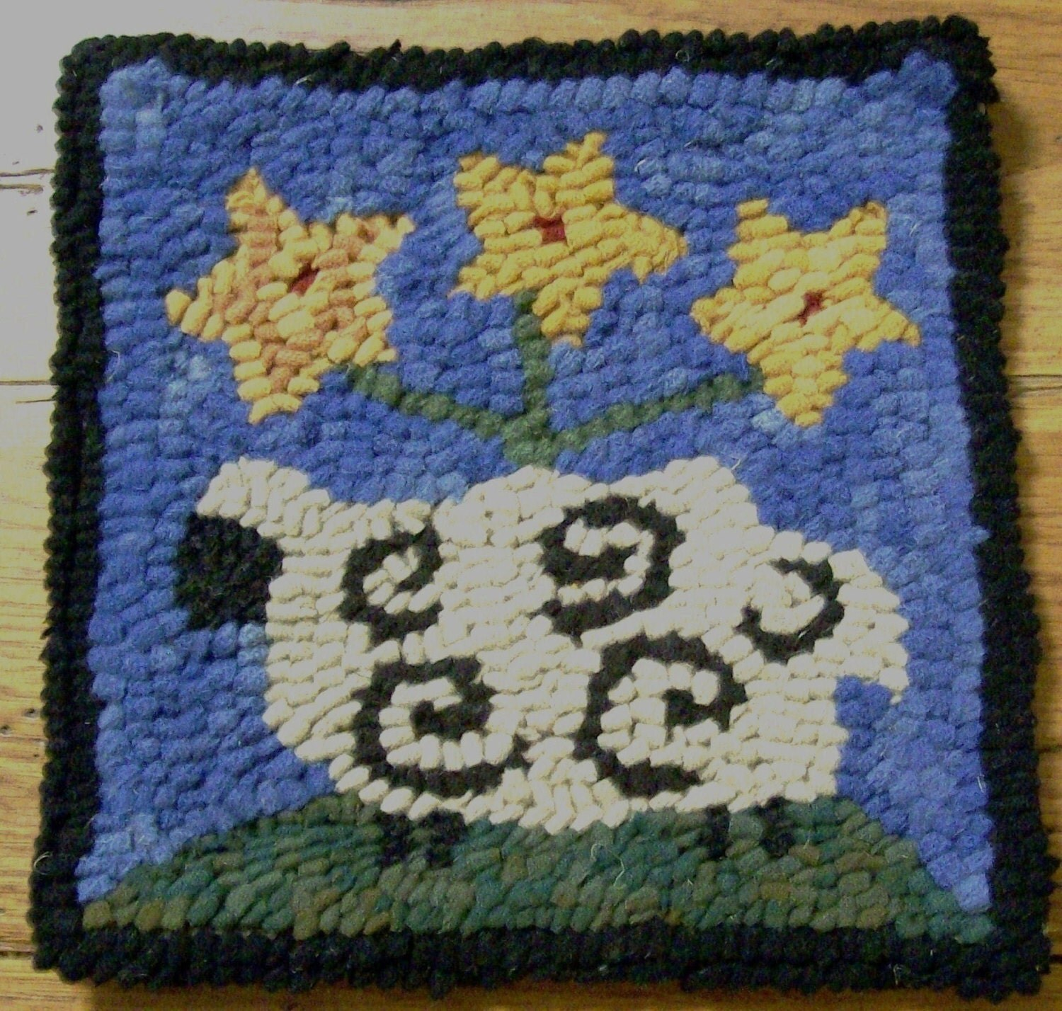 Washable Primitive Rugs: Beginner Sheep With Star Posies Primitive Rug