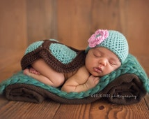 Newborn Photo Props - Green and Brown - Baby Gift - Crochet Turtle Cover and Hat