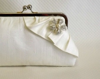 Ivory Bridal Clutch - Ivory Wedding Purse -Bridesmaids Clutch - Bridal Clutch with Pearl and Crystal Brooch - Giselle