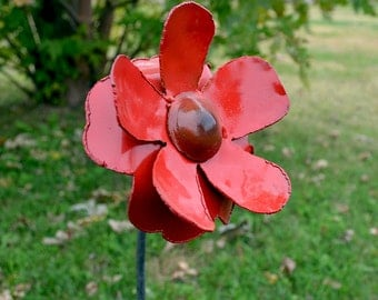 Burnt center flower - Metal flower stake - Garden flower decoration - Iron flower stake - Yard red flower decor - Wall hanging flower