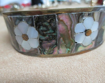 vINTAGE COSTUME JEWELRY  / Cuff bracelet with inlay