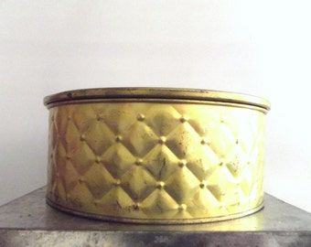 Beautiful Vintage 1950s 1960s Golden Embossed Quilted Guildcraft Country Inn Fruitcake Tin