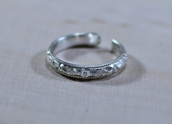 Sterling Silver Toe Ring with Southwestern Flower Design