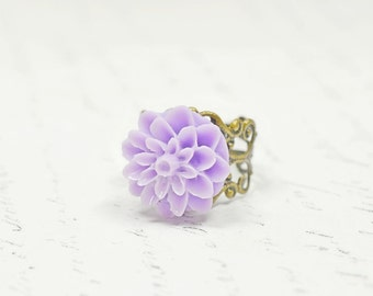 Light Lavender Flower Ring / Pastel Purple Resin Dahlia Cabochon Ring, Adjustable Filigree Band, Vintage Inspired Jewelry, Affordable Gifts