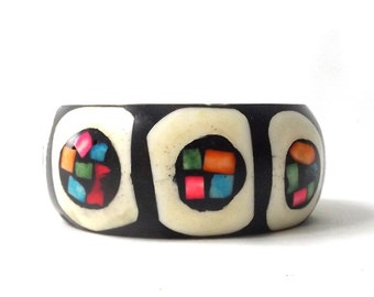 vintage 1960's brass & bone wide bangle bracelet real animal dyed inlay black white circles geometric metal womens accessories accessory old