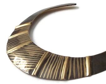 vintage 1970's brass collar black stripes aged bib choker necklace cuff jewlery retro womens metal boho bohemian old modern chic retro large