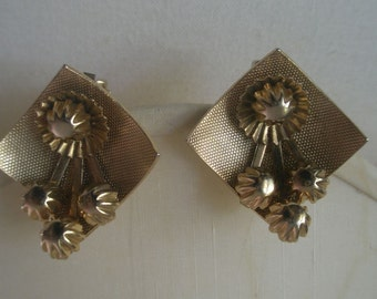 Vintage Gold Tone Diamond Shape Curved Dish with Pendulum Design Clip Earrings