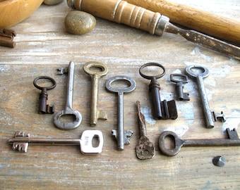 vintage keys - old keys - 10 vintage iron skeleton keys - vintage supplies (S-24b).