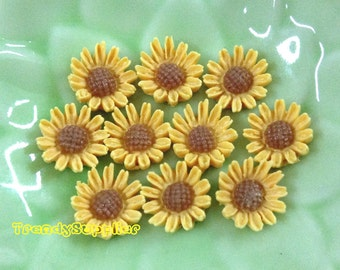 10 pcs 8mm MINI Daisy Cabochons - Yellow  (043)