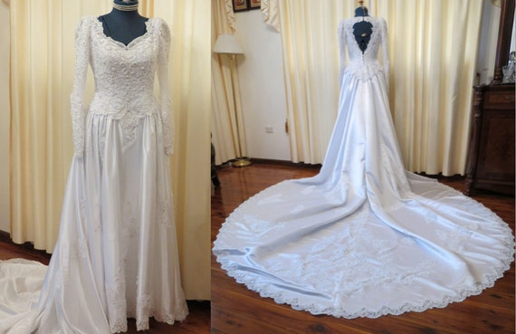 Vintage Wedding Dress 90s: Vintage Late 80s Early 90s White Lace Beaded Wedding Dress By