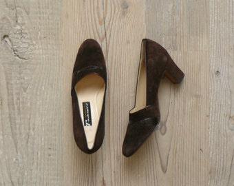 Vintage 1960s heels. 60s deadstock brown suede pumps. Leather heels