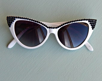 White Cat Eye Sunglasses with Black Rhinestones, Retro Sunglasses, 50s Sunglasses, Embellished Sunglasses, Cateye Sunglasses, Cute, Pinup