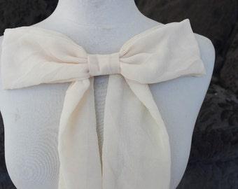 Cute  chiffon bow applique ivory color     1  pieces listing