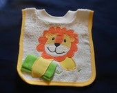 Lion with Washcloth, over the head bib