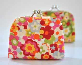 Dizzy in White - Tiny Kiss lock Coin Purse/Jewelry holder