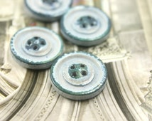 Wooden Buttons - 10 pieces of Retro Emerald Brushed Effect Gray Wooden Buttons. 0.67 inch