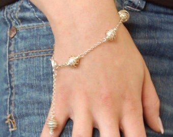 Caged freshwater pearl bracelet - pick your colour
