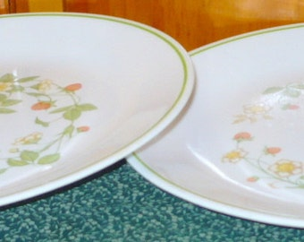 1 - Corelle - Strawberry Sundae - Dinner Plates - 10 1/4 - Some Wear - No Damage - Price Is For 1