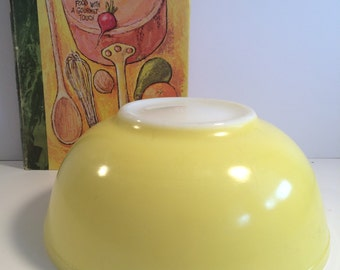 Vintage Pyrex Large Nesting Bowl Yellow Old Style Great Condition