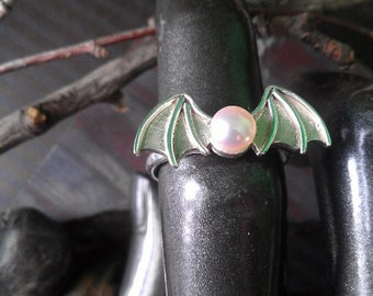 Soft water bat pearl ring. Sterling silver