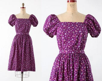 FREE SHIP  1970s prairie dress with calico floral print, Gunne Sax style peasant dress