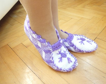 Knitting Woman Slippers..Room Shoes...Knitting Pattern...Purple and White
