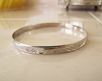 Etched texture sterling silver bangle bracelet