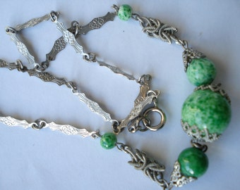 Art Deco  Necklace Green Peking Glass Beads and Knotted Links 1920's 1930's