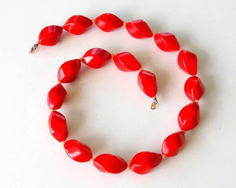 Vintage Red Choker Necklace. Cherry Red Lucite. Swirl Beads. Beaded Necklace. Retro Red  Necklace.