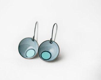Enamel Double pebble earrings : gray with seafoam blue