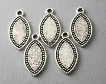 CHARM-AS-HE-24MM - Antique Silver Horse Eye Shaped Charms / Tags - 5 pcs