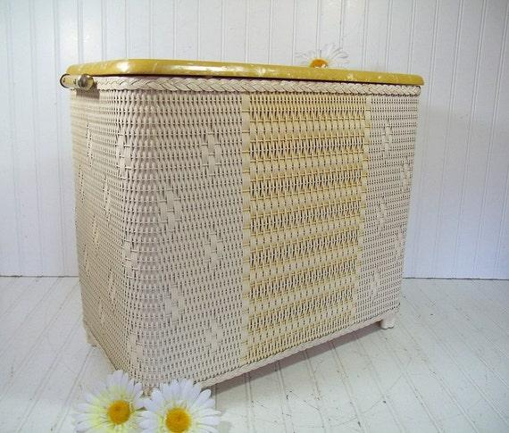 vintage spring yellow ivory wicker wooden clothes hamper. Black Bedroom Furniture Sets. Home Design Ideas