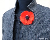 Red Poppy Pin. Poppy lapel pin. Small felted flower brooch. Wet felted. Remembrance Day poppy.