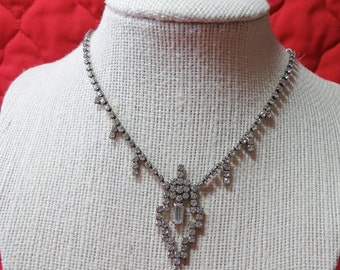 """Lovely delicate Art Deco style rhinestone necklace. Approx 18"""" ins long, hook over clasp. Elegantly simple. CLAM14.10-4.10-19."""