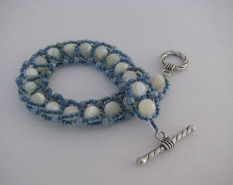 Beach Style Blue White Shell Bracelet, Beadwoven, Shell Beads, Natural Shell, Sea Blue, Turquoise Blue