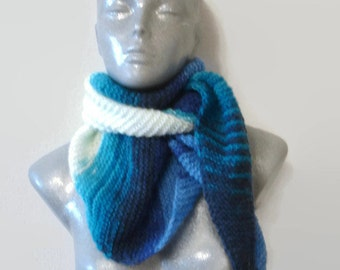 Knitted Scarf Bactus Triangle Shaped White Light and Dark Blue Soft Acryl Wool