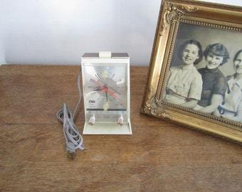 """Vintage """"ARVIN"""" Clock / Alarm / solid state Radio"""