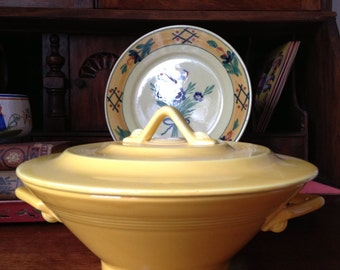 Vintage Homer Laughlin Harlequin Covered Casserole Dish Yellow Mint Condition