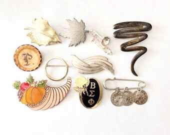 junk lot brooches junk jewelry broken jewelry lot for repair  for crafts and assemblage lot 16J