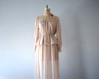 1970s gown . 70s vintage dress . medium