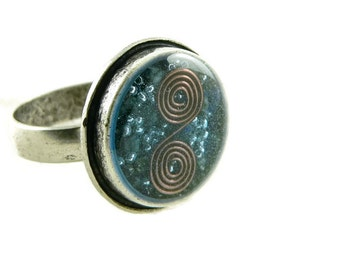 Orgone Energy Ring with Lapis Lazuli - Framed Circle Cocktail Ring - Adjustable Ring - Orgone Energy Jewelry - Artisan Jewelry