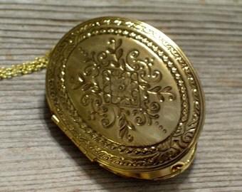 Art Nouveau Locket, Large Vintage Oval Locket, Art Deco Locket, Vintage Photo Locket, Gold Plated Floral Pendant Necklace