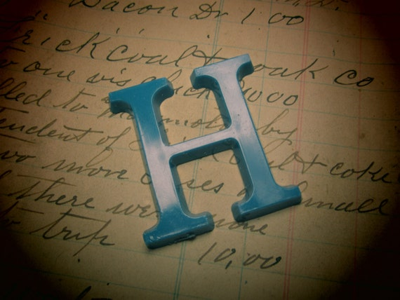 Letter sign vintage small 1 1 2 inch letter h sign blue for Small plastic letters for signs